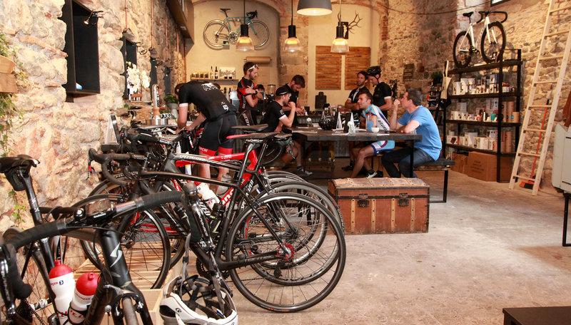 GIRONA  bar La Fàbrica,  bar dels ciclistes.  no  Careto: No   457#Joan Sabater