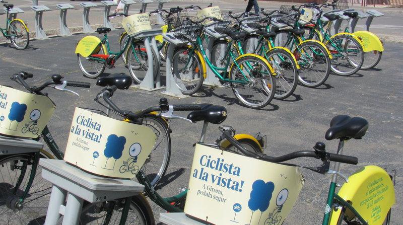 Girocleta. Estació de Girocleta a la plaça Catalunya de Girona. Campanya Ciclista a la vista.  Careto: No  Foto: Dani Vilà 1165#Dani Vilà