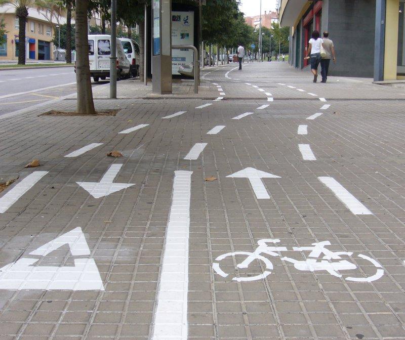 Mataró amplia la xarxa de carril bici de la ciutat. El nou recorregut connecta la plaça Granollers amb la plaça França.