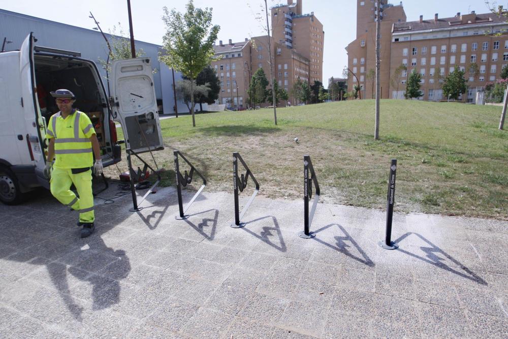 Girona prova un sistema d'ancoratge de bicicletes per evitar robatoris