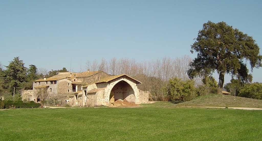 Foto 1- La pahissa i la casa de can Llambí (Panedes). Foto Núria Terrís
